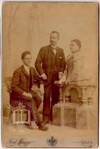 Sleva nadesno: drugi dr DRagutin Grčić, treća Jelena Grčić rođ. Šumanović