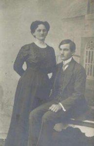 Karolina Hofbek rođ. Huber sa sinom Edvardom